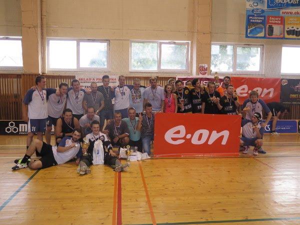 Společná fotka nejlepších týmů turnaje